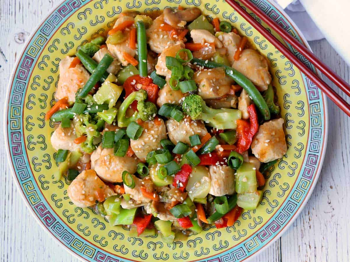 Chicken stir-fry served on a Chinese plate